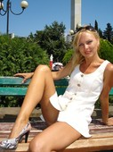 Blonde_posing_bottomless_in_public